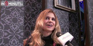 """Ieri pomeriggio al Teatro Pirandello Abbiamo intervistato la protagonista femminile della divertente commedia """"ALLA FACCIA VOSTRA""""."""