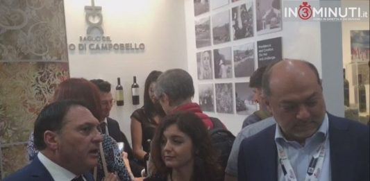 Il titolare della Azienda Carmelo Bonetta e Vincenzo Russo, docente di Psicologia dei Consumi e Neuromarketing alla IULM, al microfono di Roberta Zicari .