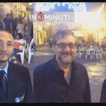 """Il maestro Vito Di Grigoli e Vincenzo Mirabile, presidente dell'Associazione Culturale """"Harmoniae"""" che promuove anche le attività del complesso bandistico """"V. Bellini"""", al microfono di Enza Di Vita."""