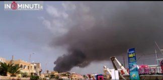 Lampedusa, in fiamme discarica rifiuti speciali, VIDEO